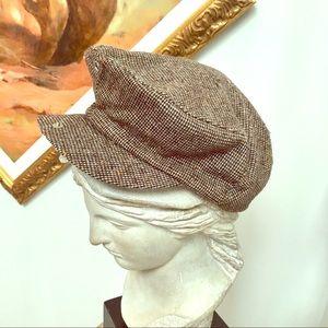 Tweed cap with snap